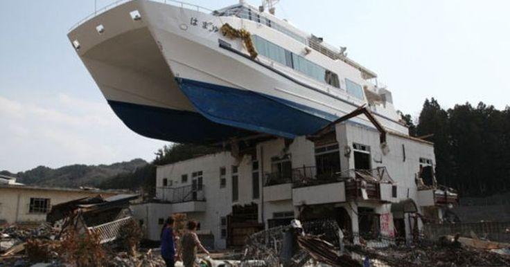 Cinco anos de tsunami no Japão: a destruição vista por fotógrafo que fugiu das águas