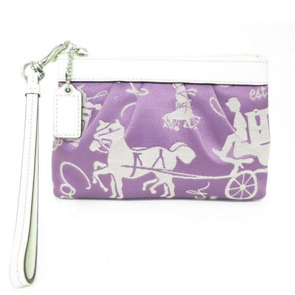 【中古】COACH(コーチ) アシュレイ ホースキャリッジ ポーチ レザー サテン パープル ホワイト バッグホルダー付/ちょっとしたコスメを入れたり、お財布がわりに使ったりできる可愛くてとても便利な商品です。/新品同様・極美品・美品の中古ブランド財布&小物を格安で提供いたします。