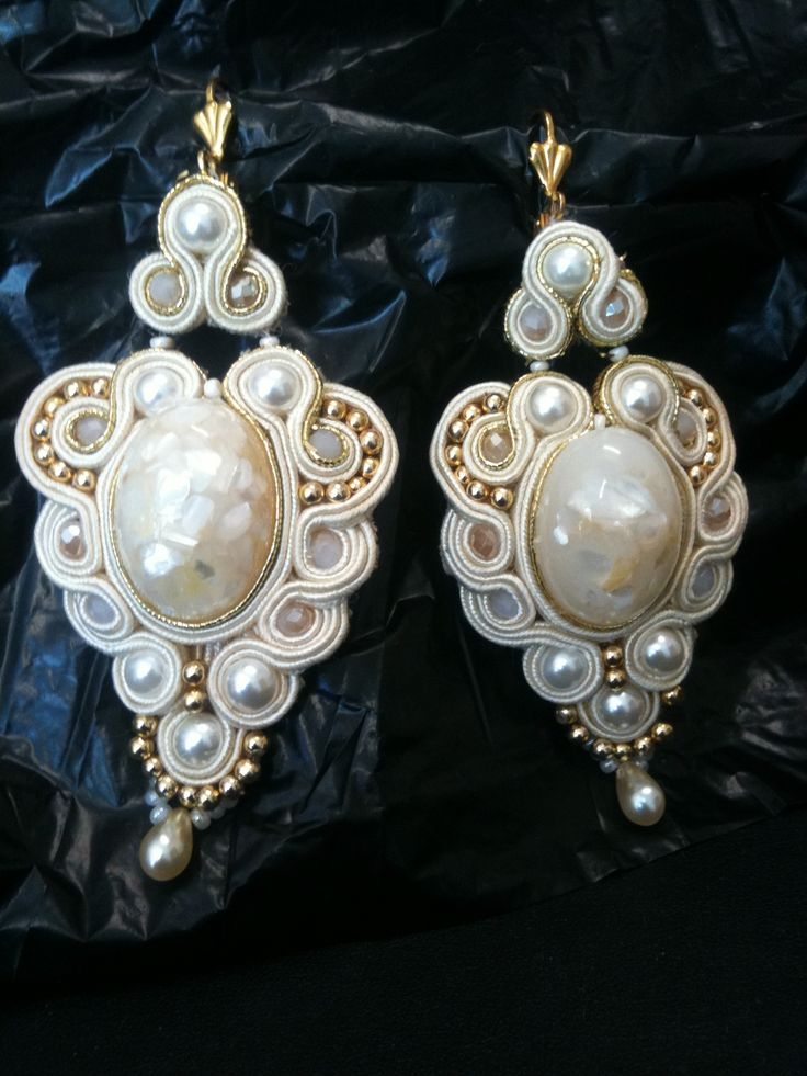 Earrings handmade, fine finishing and attention to detail. Made in Italy ... Design by Eleanor.