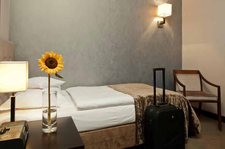 www.dobryhotel.com; www.hotelunicus.pl; www.hotelgrandcru.pl; www.hotelbonum.pl; www.hotelarkonpark.pl; www.villaaqua.pl; www.sedan.pl; www.rozanygaj.pl