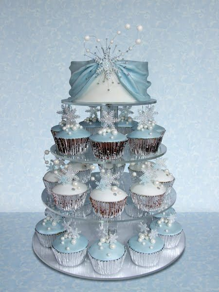 Frozen snowflake Winter Wonderland Cake with cupcakes  http://inspiredbycake.blogspot.com/2011_01_01_archive.html