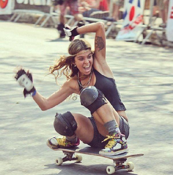 Skateboarding girl sefurito brasileña