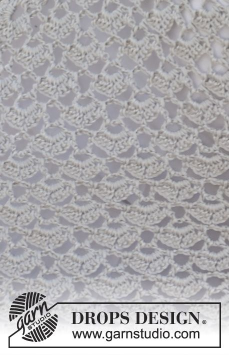 """Forget Me Knot / DROPS 153-20 - Gehäkeltes DROPS Tuch mit Fächermuster in """"Cotton Viscose""""."""