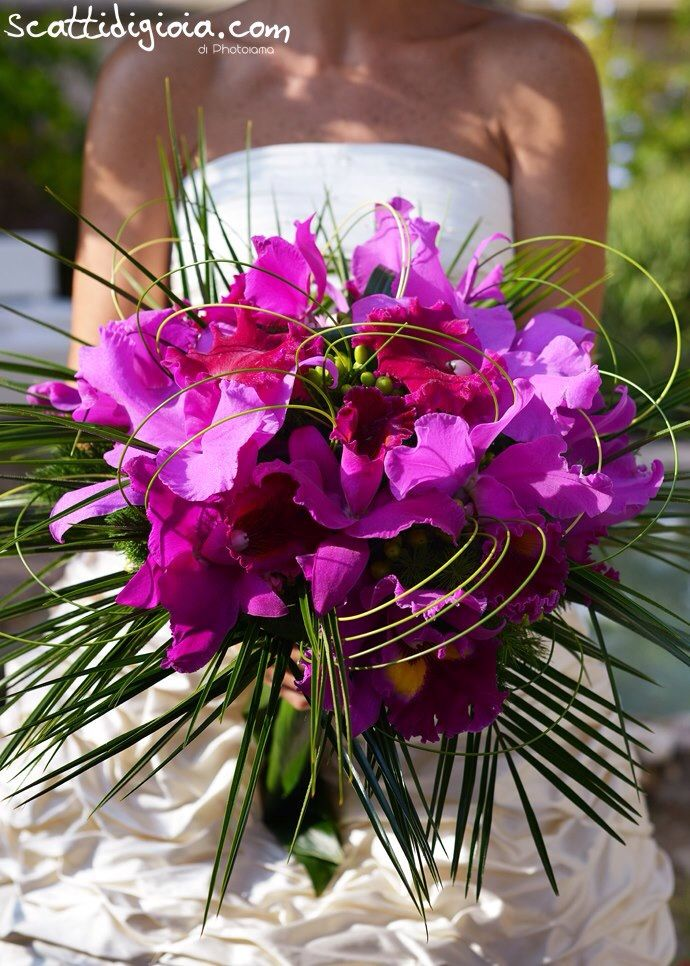 Big Pink Orchid Bouquet for a modern style bride! Photo © www.scattidigioia.com
