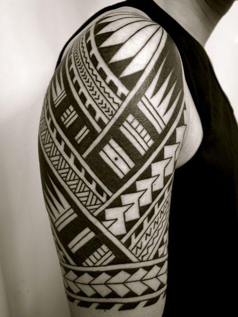 サモア タトゥーのギャラリー画像です。Tシャツラインのサモアトライバルタトゥーです。