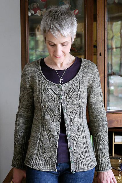 Ravelry: Leaving pattern by Anne Hanson fit + scoop neck & set-in sleeves