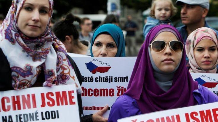 "Pengadilan di Republik Ceko tolak gugatan atas pelarangan hijab di sekolah keperawatan  PRAHA (Arrahmah.com) - Sebuah pengadilan di Republik Ceko telah menolak gugatan diskriminasi yang diajukan oleh pengungsi Somalia yang dilarang mengunakan hijab di sekolah perawat kasus pertama dari sejenisya di negara Uni Eropa tersebut.  ""Gugatan yang diajukan penggugat untuk mencari maaf dan 2.350 USD sebagai kompensasi telah ditolak"" ujar Hakim Daniela Cejkova yang menjatuhkan vonis di pengadilan…"