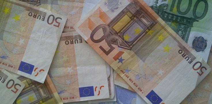 33 tips om duizenden euro's per jaar te besparen en de meeste tips zijn ook nog goed voor het milieu en voor je gezondheid!    1.  Neem ee...