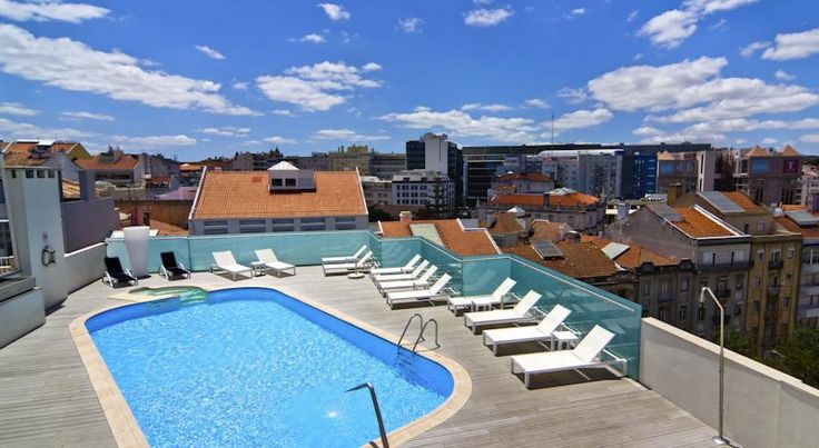 Ao ficar hospedado no Sana Reno Hotel, pode dar um mergulho refrescante numa piscina Waterair, num espectacular rooftop no centro de Lisboa! #piscina #rooftop #sanarenohotel #rooftoplisboa #pool #waterair