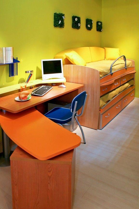 Kommode Papiereinzugseinheit Bett für Kinder mit L förmige Schreibtisch und gelben Wänden