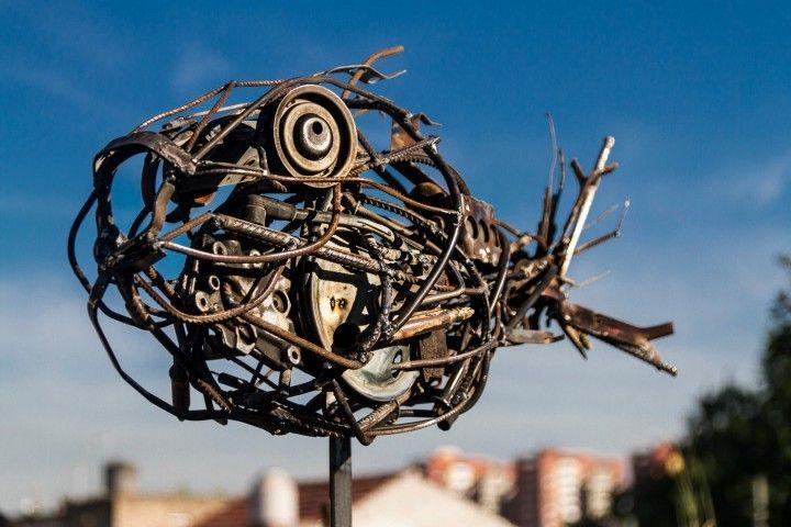 Esculturas realizadas con materiales  recuperados.