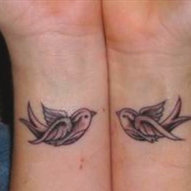 bird tattoos on wrist love bodyart henna tattoos pinterest bird tattoos love and birds. Black Bedroom Furniture Sets. Home Design Ideas