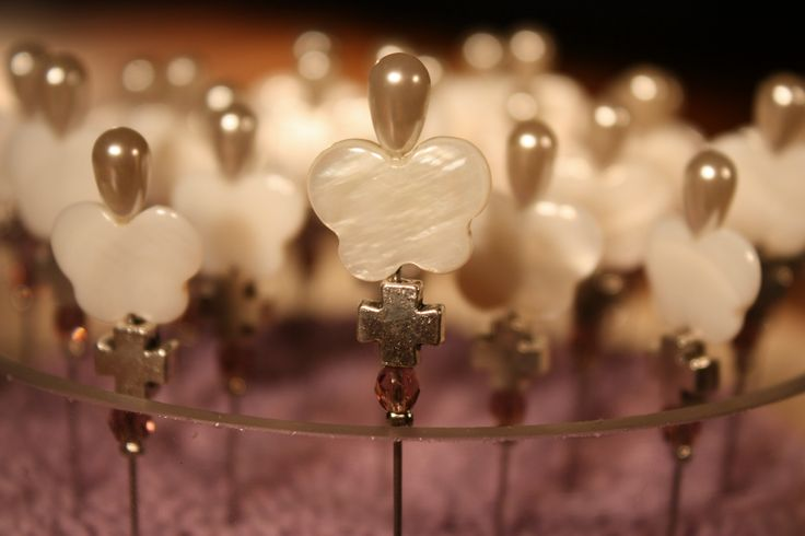 #greek baptism #martyrika #witness pins #baptism martyrika #christening #natural mother of pearl shell butterfly witness pins #baptism favors # baby shower favors # christening favors  Μοναδικό μαρτυρικό καρφίτσα με πεταλουδίτσα από φίλντισι.
