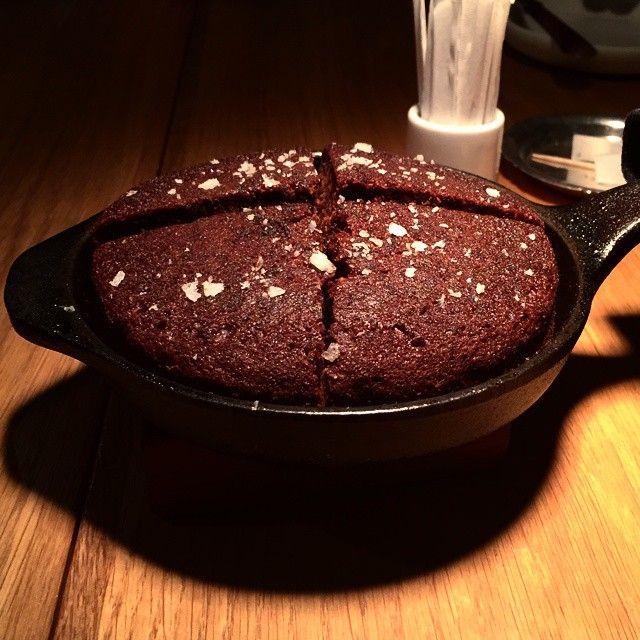 It's Friday & time for chocolate cake served in Skeppshult cast iron at oaxen krog in Stockholm!  #skeppshult #castiron #gjutjärn #madeinsweden #oaxenkrog #oaxen #chocolate #chocolatecake #cake #dessert #friday #stockholm @oaxenslip