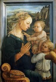 In primo piano si trova la Madonna, nelle cui fattezze si celerebbe un ritratto della monaca e amante di Filippo, Lucrezia Buti. Il volto è malinconico ed è atteggiata nella posizione dell'adorazione del figlio, quasi a voler scongiurare, con la preghiera, il destino della Passione.