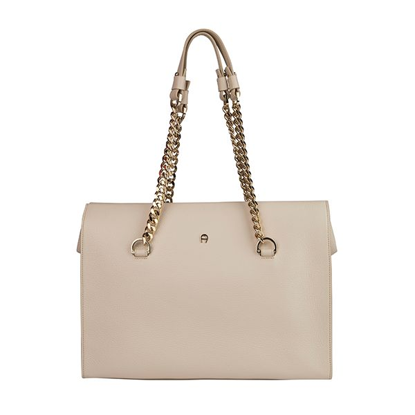 Elegant #Aigner bag - could be a perfect Christmas gift for her.#DesignerOutletParndorf