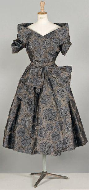 Col avec une seule feuille de placage Christian Dior Haute couture, No. 75384, Fall - Winter 1955.