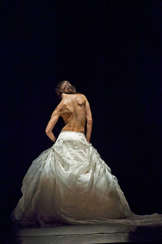"""ARTEMIS DANZA in """"Traviata"""" Coreografie di Monica Casadei Foto di Renato Liguori"""