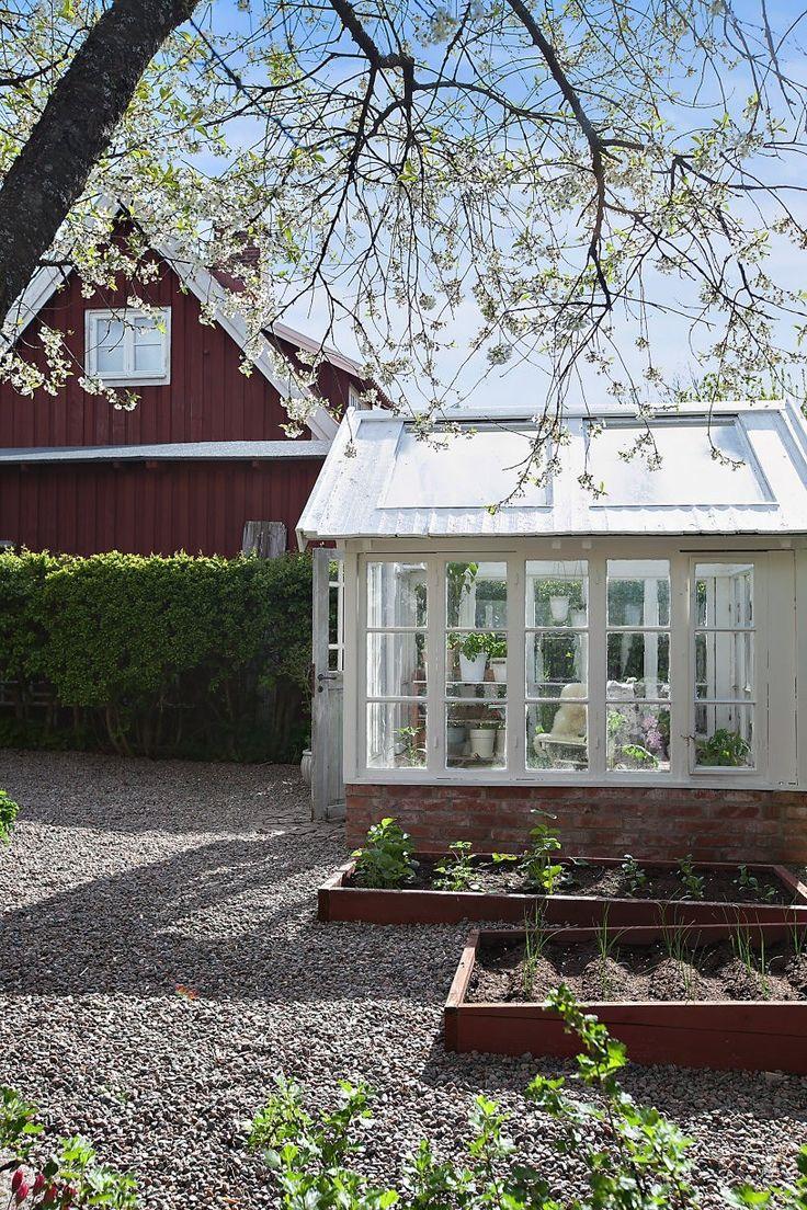 Växthus och odlingsbäddar