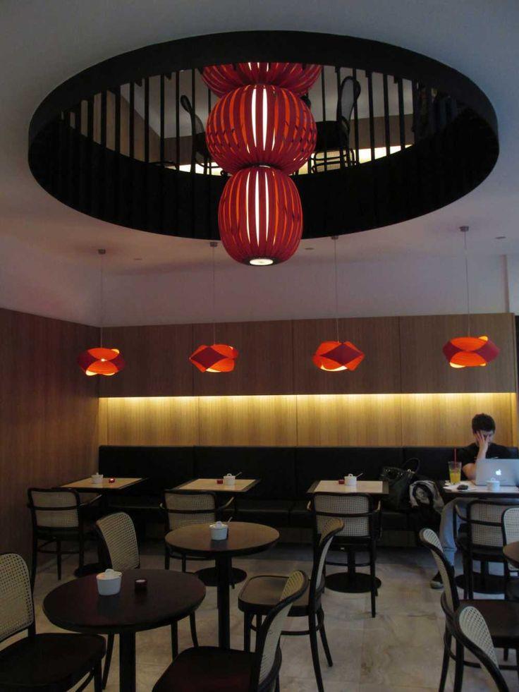 Neprehliadnuteľným prvkom funkcionalistického interiéru sú červené španielske svetlá. #ASB #interior #design #café