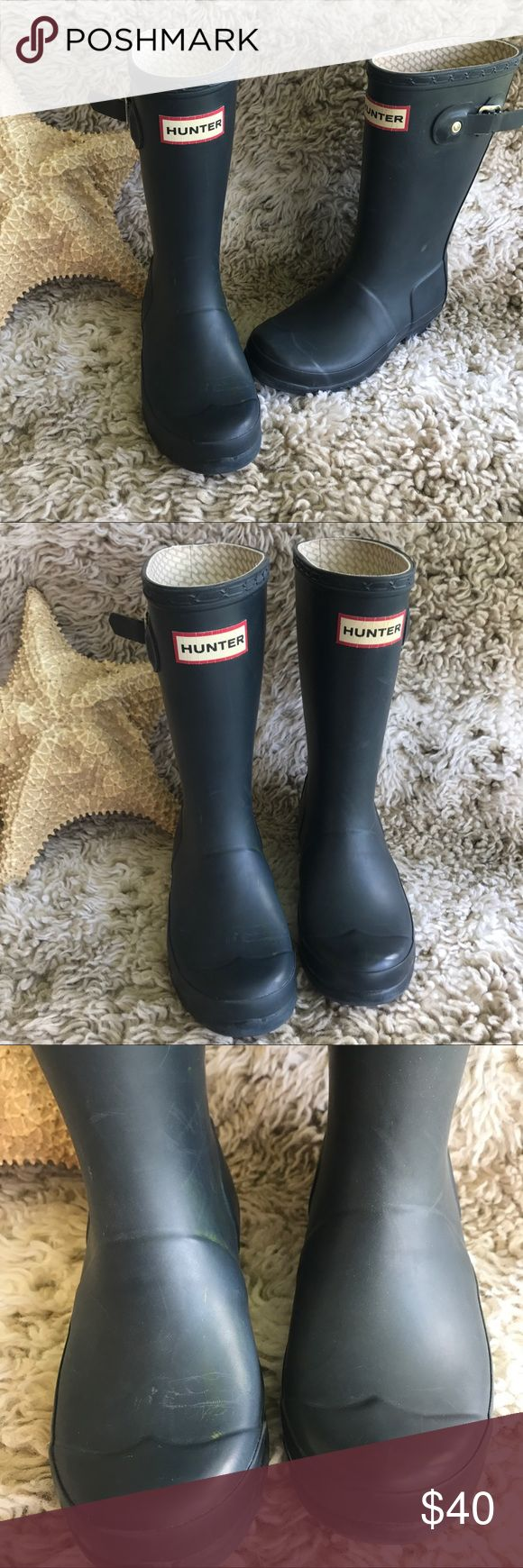 Boys hunter matte navy Wellington boots Has some light discoloration, Size US 12/1 K. Smoke free home. Hunter Boots Shoes Rain & Snow Boots