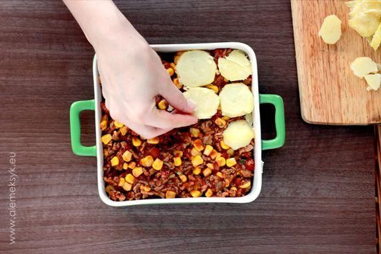 Ziemniaki i mięso na sposób meksykański. Mamy dla was przepis na casserole - czyli ziemniaczaną zapiekankę. Aby ją przygotować potrzebujemy ża