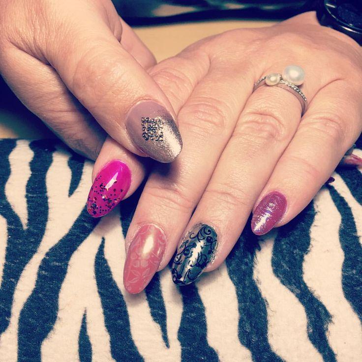 """""""Pretty nails #nails #naildesigns #nailart #nailswag #goldnails #gold #pink #pinknails #peach…"""""""