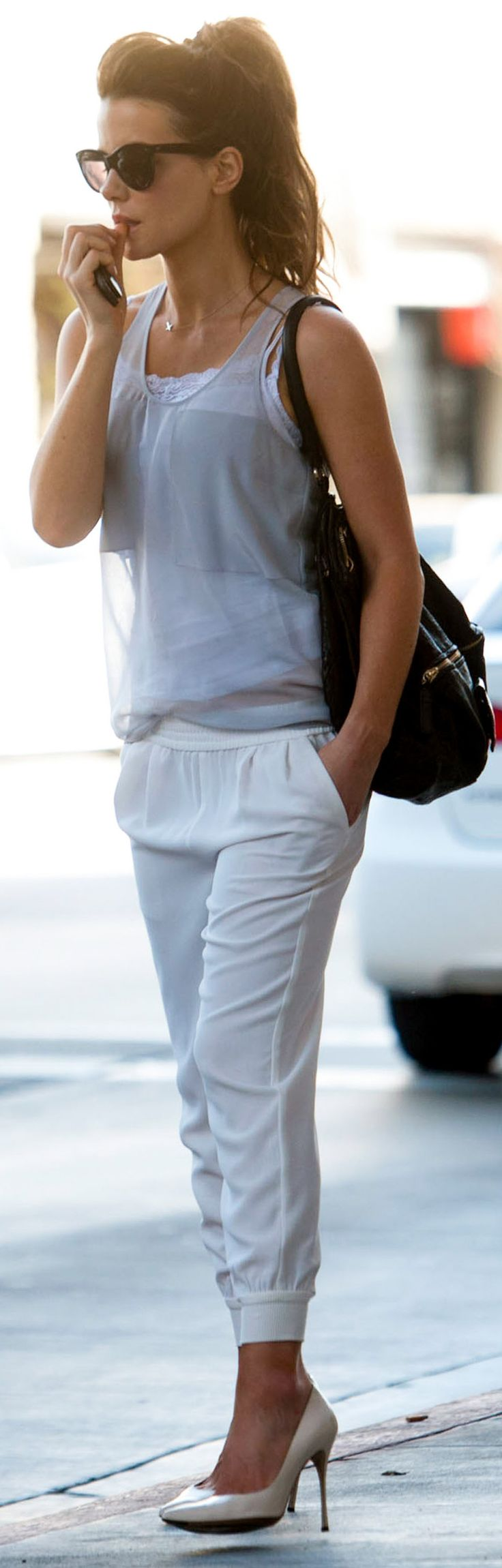 Kate Beckinsale + sweatpants + pumps!!