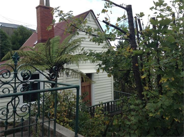 Dunedin Cottage accommodation. Canongate Cottage