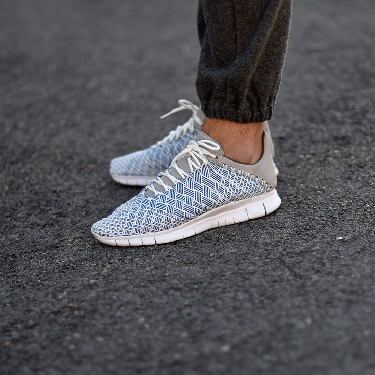 Nike Free Inneva Woven WhiteBlue. Disponible sur SNKRS. Available on  SNKRS.COM.