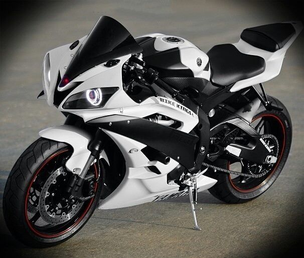 White Yamaha R6.... lawd have mercy
