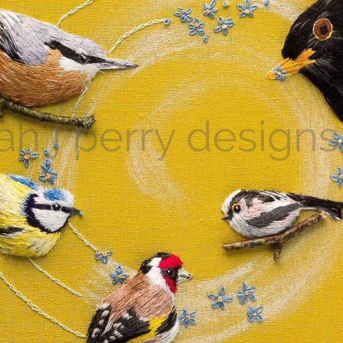 A little group of friends just flew in to say hello while I get on with commissions. Xx embroidery #nuthatch #goldfinch #bluetit #longtailedtit #blackbird #gardenbirds #canbecustomised #yourwords #commissions #birdwatchers #wallart #framedandreadytohang #birdwatching