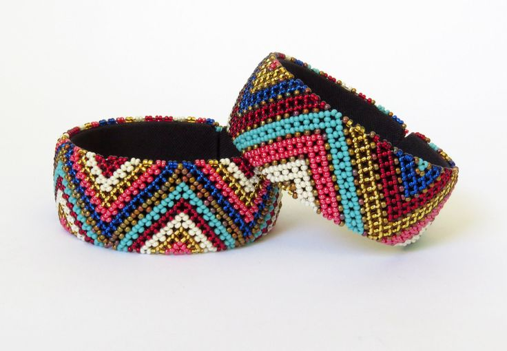 Bracelet en perles Sud Africain Zoulou - Gone-rural-safari-curiosDoré/rose/rouge/bleus https://www.afrikrea.com/article/bracelet-en-perles-sud-africain-zoulou-dore-rose-rouge-bleus-bracelets-de-perles-or-pour-elle-perles/JWJB7QF?utm_content=buffer5cee4&utm_medium=social&utm_source=pinterest.com&utm_campaign=buffer