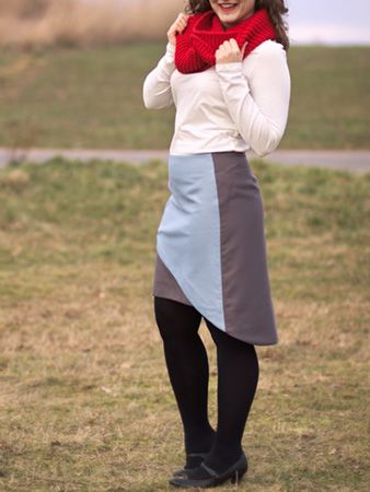 Asymetryczna spódnica z zakładką / Asymmetric overlap midi skirt