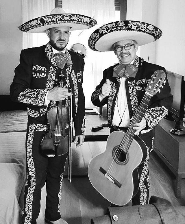 Desayuno a domicilio acompañado de unos mariachis. ¿Puede haber una manera mejor de levantarse por la mañana? #Desayunoadomicilio #Mariachi #Desayuno