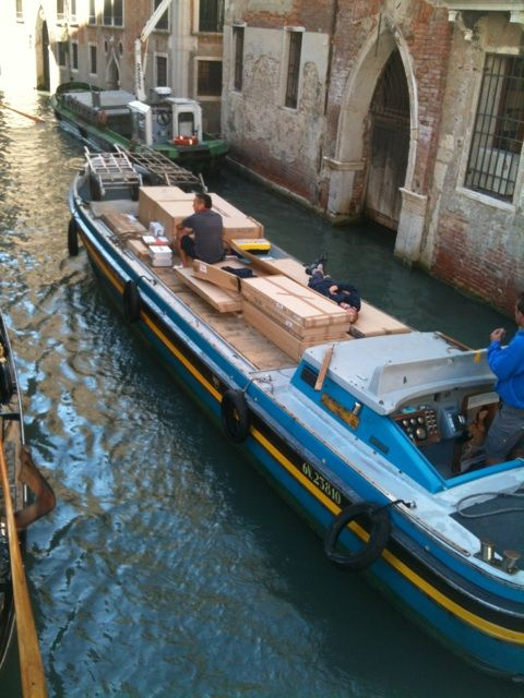 UPS delivery in Venice, Italy.Favorite Places, Travel Blog, Travelpod Members, Venice Italy, Members Kim Samra, Italy Travel, Hello Italy