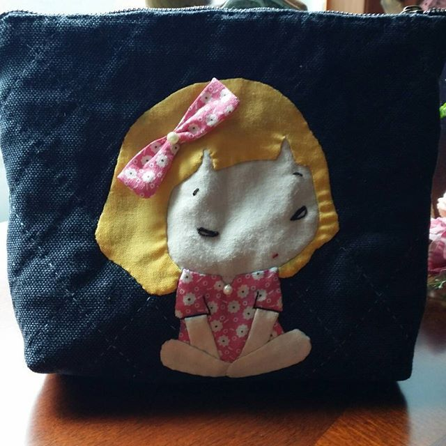 #cute girl applique pouch 살짝 심술난 귀여운 소녀 파우치... 표정이 넘 사랑스럽다~ #퀼트 #아플리케파우치 #퀼트파우치