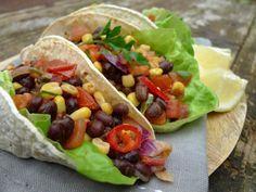 Deze wraps zijn glutenvrij. Gevuld met zwarte bonen, mais en tomaat zijn ze ook nog eens vegetarisch. Lekker op een vleesloze dag!  | http://degezondekok.nl