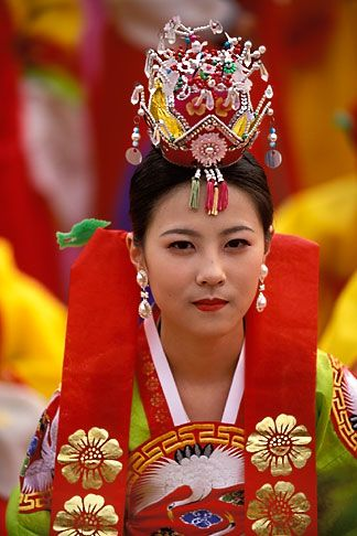 South+Korean+Women | South Korea, Andong , Mask Dance Festival, Girl in traditional dress ...
