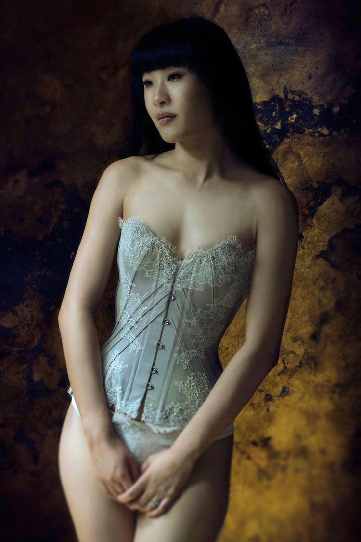 "Sparklewren ""Soft Dove"" corset | Model: Tingyn | Photo © Sparklewren"