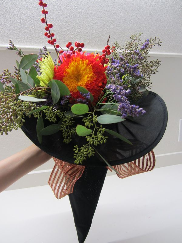 I love this pretty bouquet idea for a Halloween-themed wedding. Seen on 'Petal…