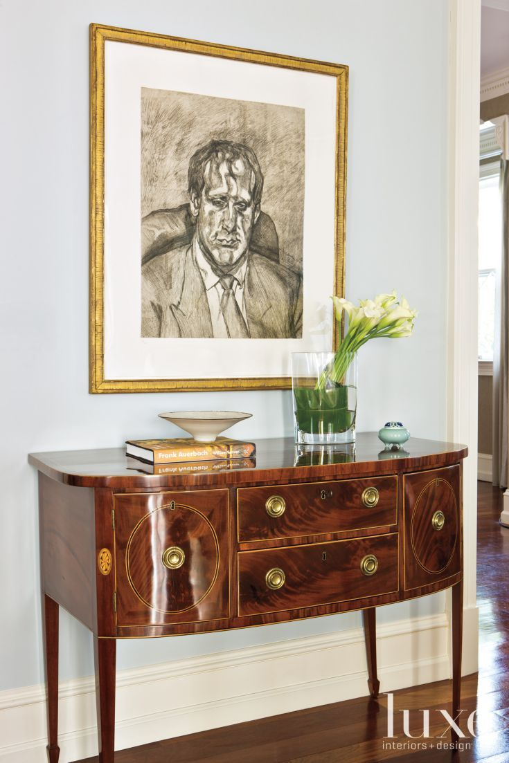 Traditional Living Room Sideboard