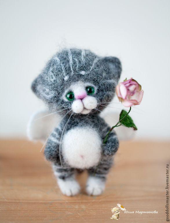 Купить Пушистый ангелок с цветочком) - серый, котенок, валяный котенок, ангелочек, ангелочек-хранитель, трогательный