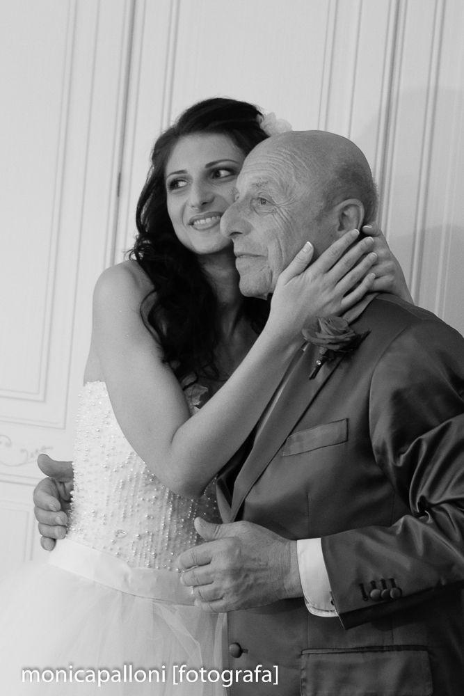 Foto Monica Palloni #biancoenero #blackandwhite #bride #abitodasposa #wedding #matrimonio #marriage #photo #foto #fun #smile #divertimento  #happy #felicità #sposa #monicapalloni #monicapallonifotografa #photographer #fotografa