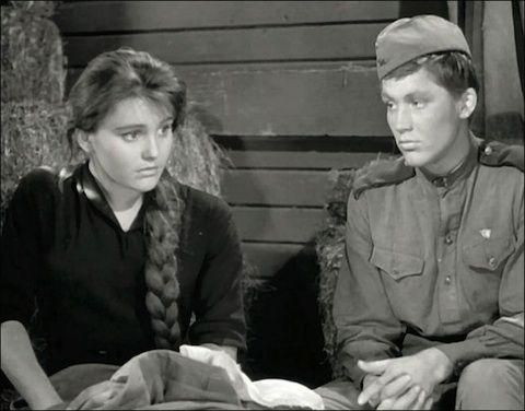 """Вопрос 18. Недавно смотрела """"Баллада о солдате"""" и обратила внимание на великолепную кучу Шуры. Если бы у меня были такие шикарные волосы, то наверняка была бы длинная толстая коса, которую можно было бы красиво и задумчиво перебирать)"""