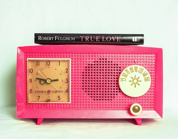 Still life photo of vintage pink radio. Photo by Sonja Quintero of Squint Photography in Dallas, Texas.