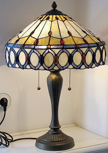 1000 images about stained glass lamps on pinterest wisteria tiffany lamps and stained glass. Black Bedroom Furniture Sets. Home Design Ideas