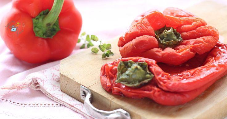 Voglia di peperoni arrostiti? Ecco come ottenere un risultato perfetto al microonde. Mezz'ora e i peperoni sono pronti per essere utilizzati.