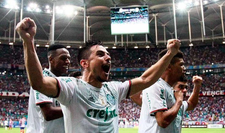 O Palmeiras finalmente venceu sua primeira partida fora de casa nesta edição do Campeonato Brasileiro. Após quatro derrotas longe do Palestra Itália, o Verdão bateu o Bahia por 4 a 2, na tarde deste domingo, na Arena Fonte Nova