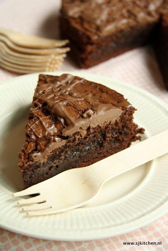Tony's Chocolonely Salted Caramel Cake - www.sanneschrijftstukjes.nl #zeezoutkaramel #saltedcaramel #chocolatecake
